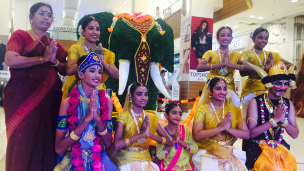 Gurney Plaza welcomes Deepavali with dance, colours and festive goodies